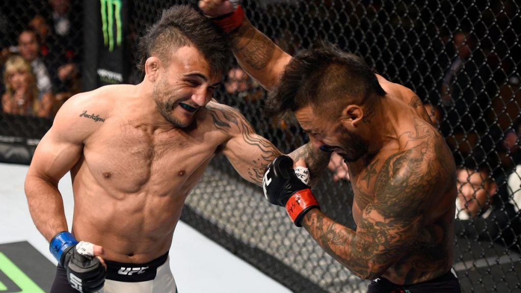 090515-UFC-John-Lineker-Francisco-Rivera-LN-PI.vresize.1200.675.high.90