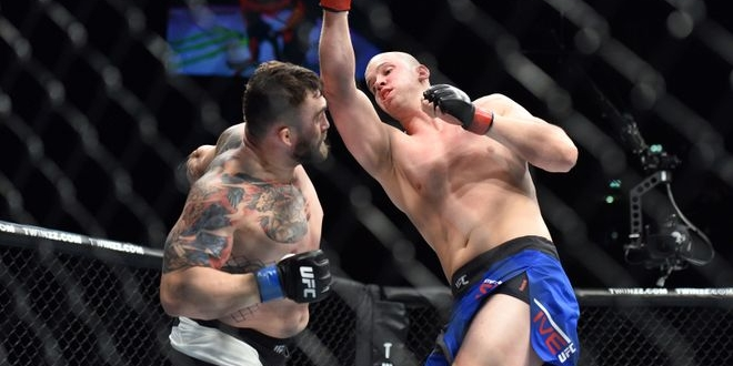 Oct 8, 2016; Manchester, UK; Stefan Struve (red gloves) fights against Daniel Omielanczuk (blue gloves) during UFC 204 at Manchester Arena. Mandatory Credit: Per Haljestam-USA TODAY Sports