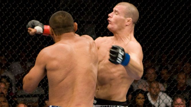 061416-UFC-Henderson-Bisping-Punch-PI.vadapt.664.high.3 (1)