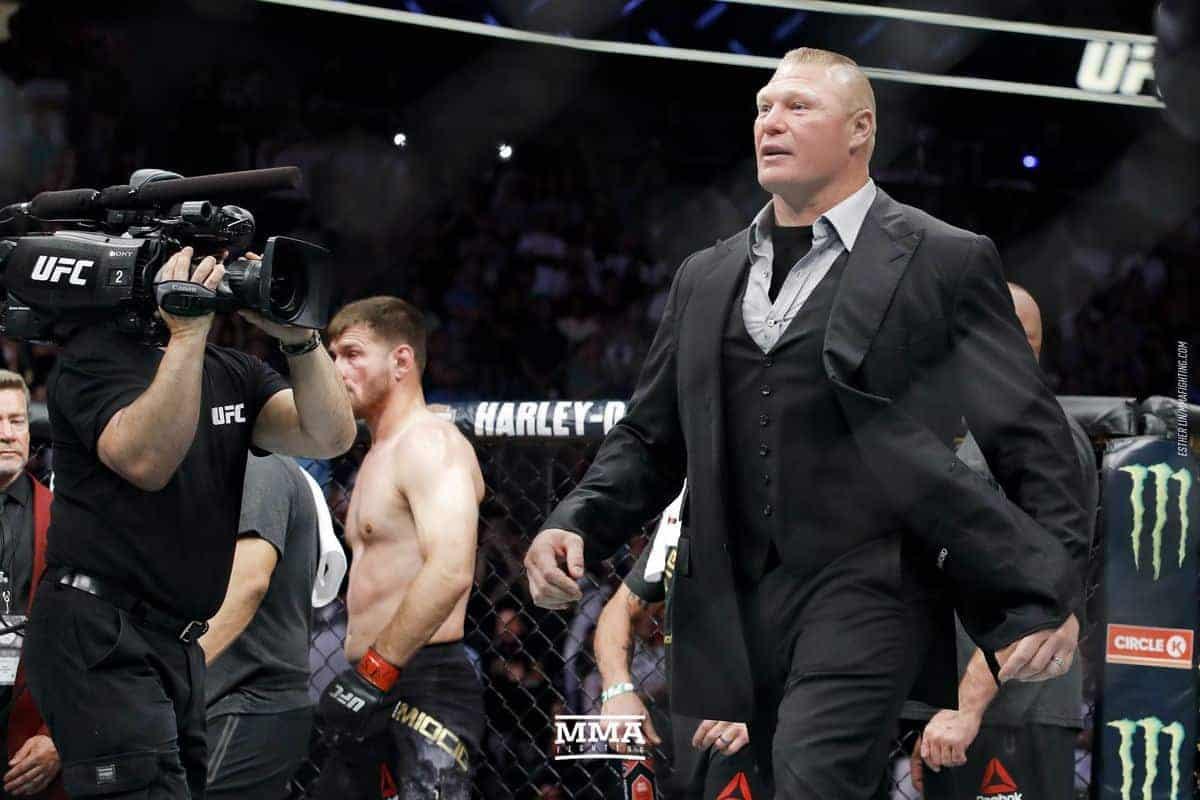 Брок Леснар вернулся в WWE, но все еще надеется подраться за титул UFC