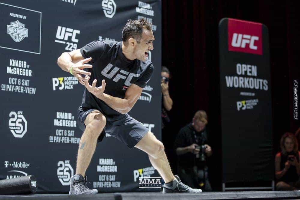 Тони Фергюсон произнес вдохновляющую речь на открытой тренировке UFC 229